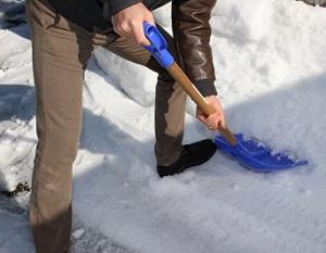アパート駐車場の雪かきは大家さんがしてくれる?住人ですべき?