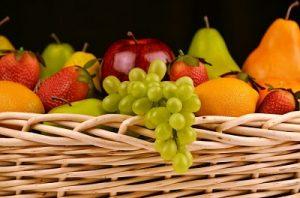 かごに入った果物