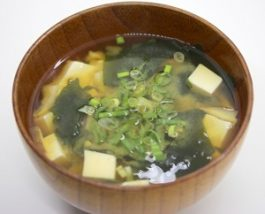 わかめと豆腐のお味噌汁
