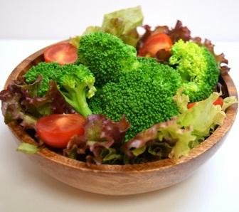 ブロッコリーの葉酸は茹でると落ちる?効果的な調理方法