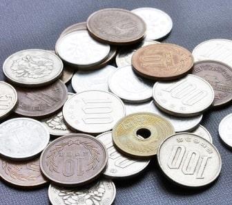 郵便局で大量の小銭を入金する流れは?手数料はかかる?