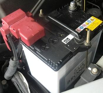 車のバッテリーはホームセンターので良い?充電制御車の場合は注意!
